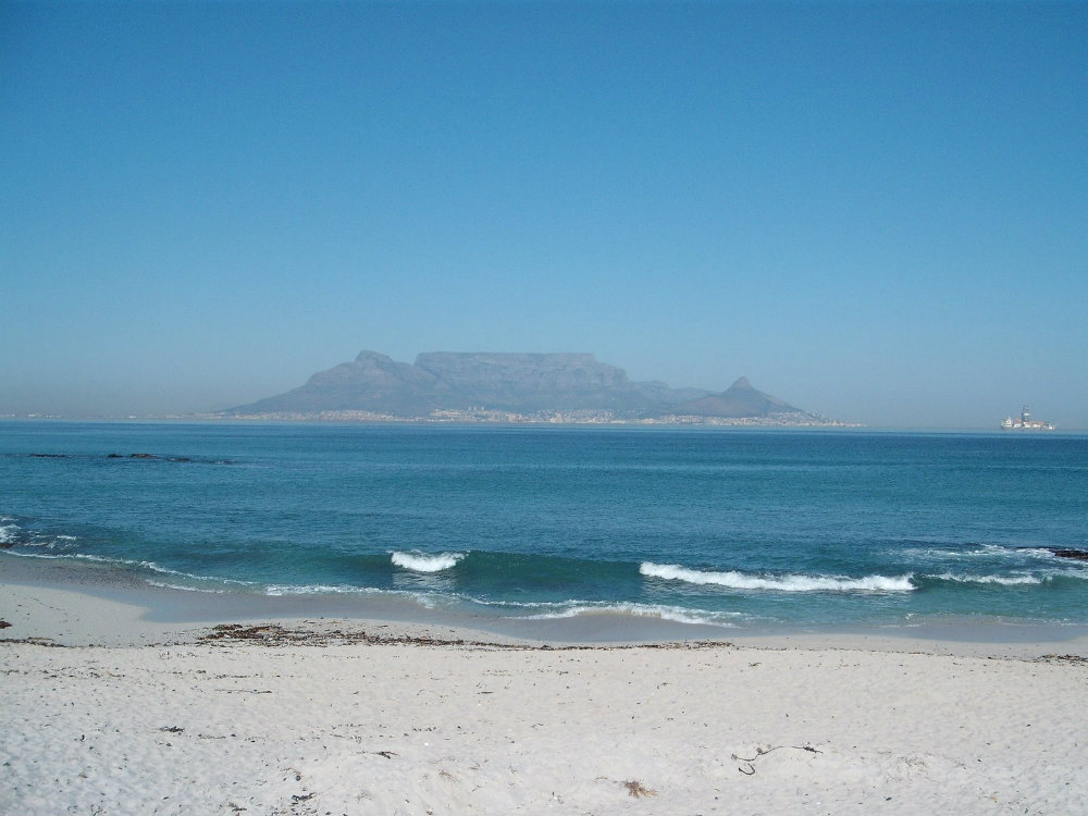 why-come-cape-town-during-winter-surf-big-bay-2