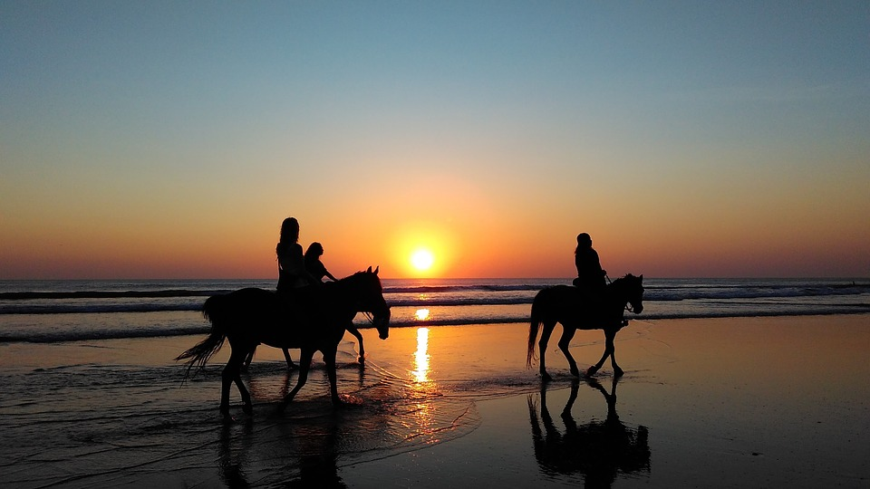 horse-riding-beach-noordhoek