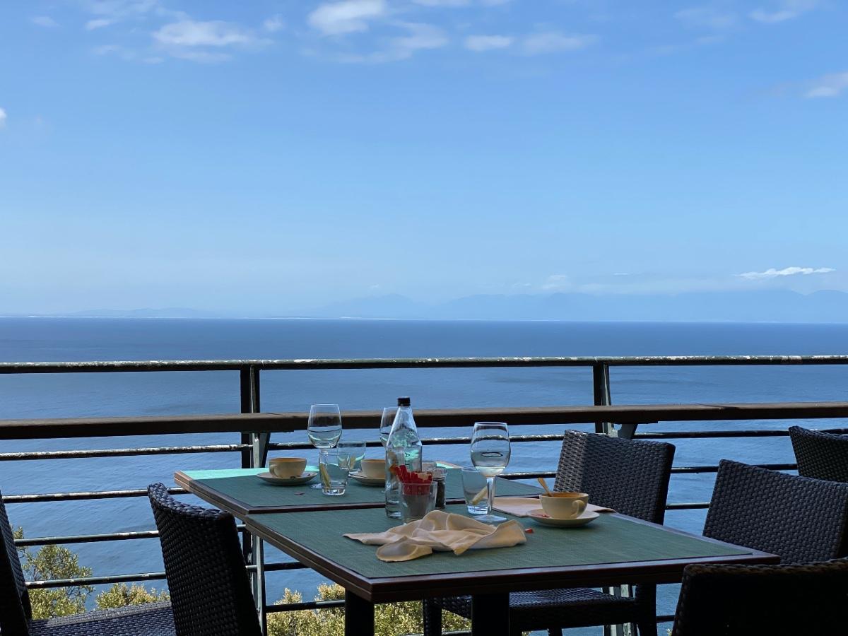restaurant setting overlooking the Cape Peninsula
